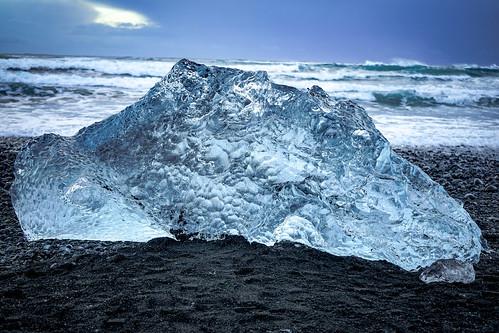 Diamond Beach - Glacier Lagoon 2 Day Tour. Photographer Scott Drummond