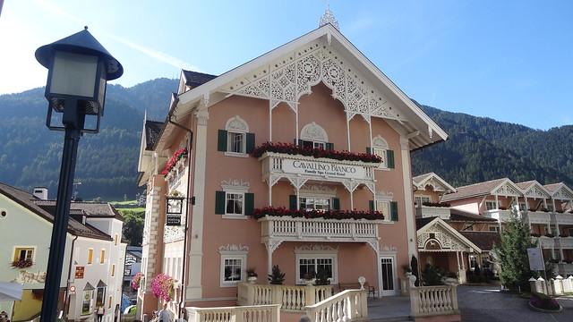 Pastel Hotel, Sony DSC-HX10V