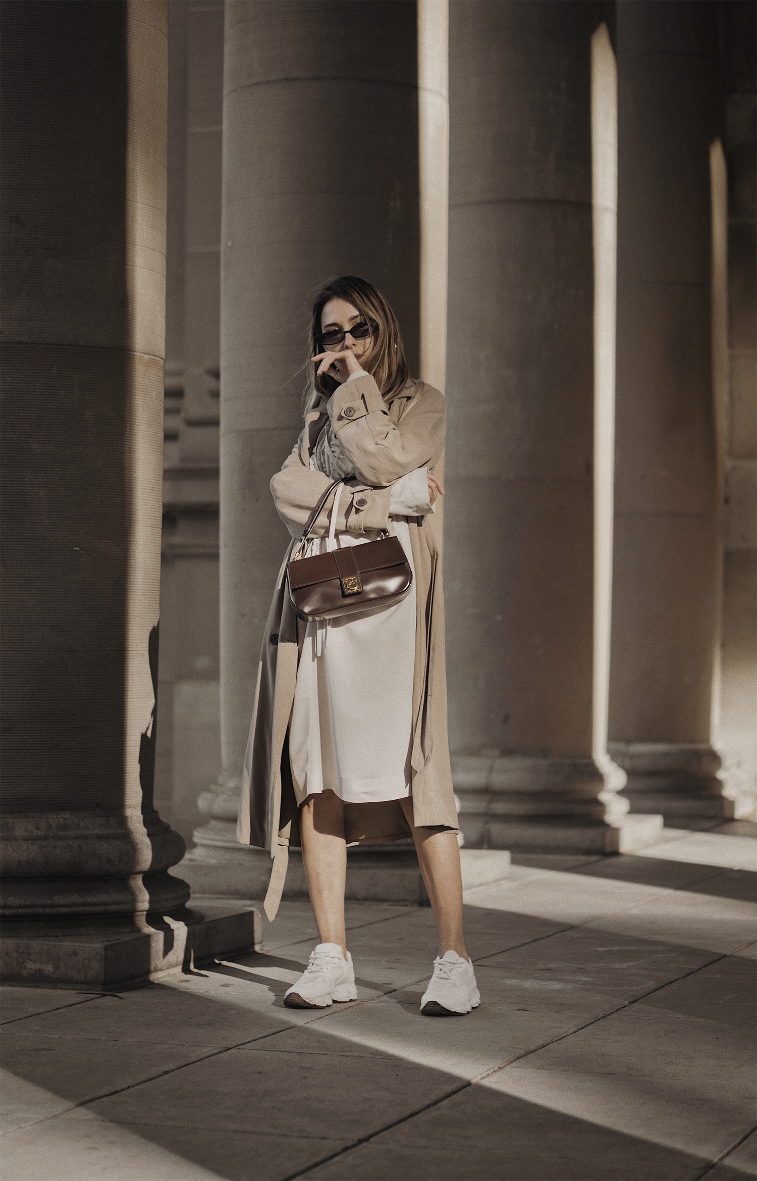 marni_dress_ferragamo_bag_ikrush_street_style_outfit_nyfw_mfw_zara_trench_coat_ugly_father_sneakers_the_white_ocean_lena_juice_01