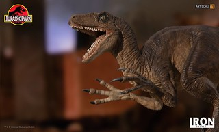 Watch out! Iron Studio Velociraptor Attack Art Scale 1/10 - Jurassic Park