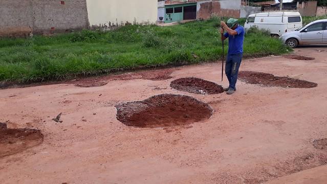 Secretaria de Obras realiza recuperação de asfalto nos bairros Maria Auxiliadora, Jardim de Alá e Montes Claros
