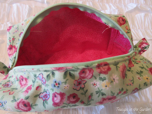 16-Zipper Bag in Green and Floral Red