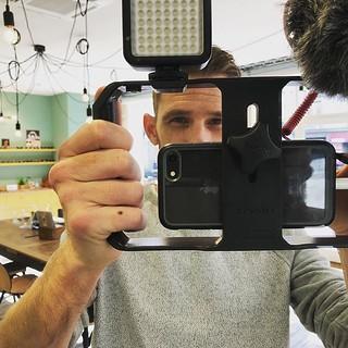 En tournage chez @anneethenri pour vous offrir des #cadeauxdenoel Stay tuned ! #mode #videoiphone #shopping #rennes