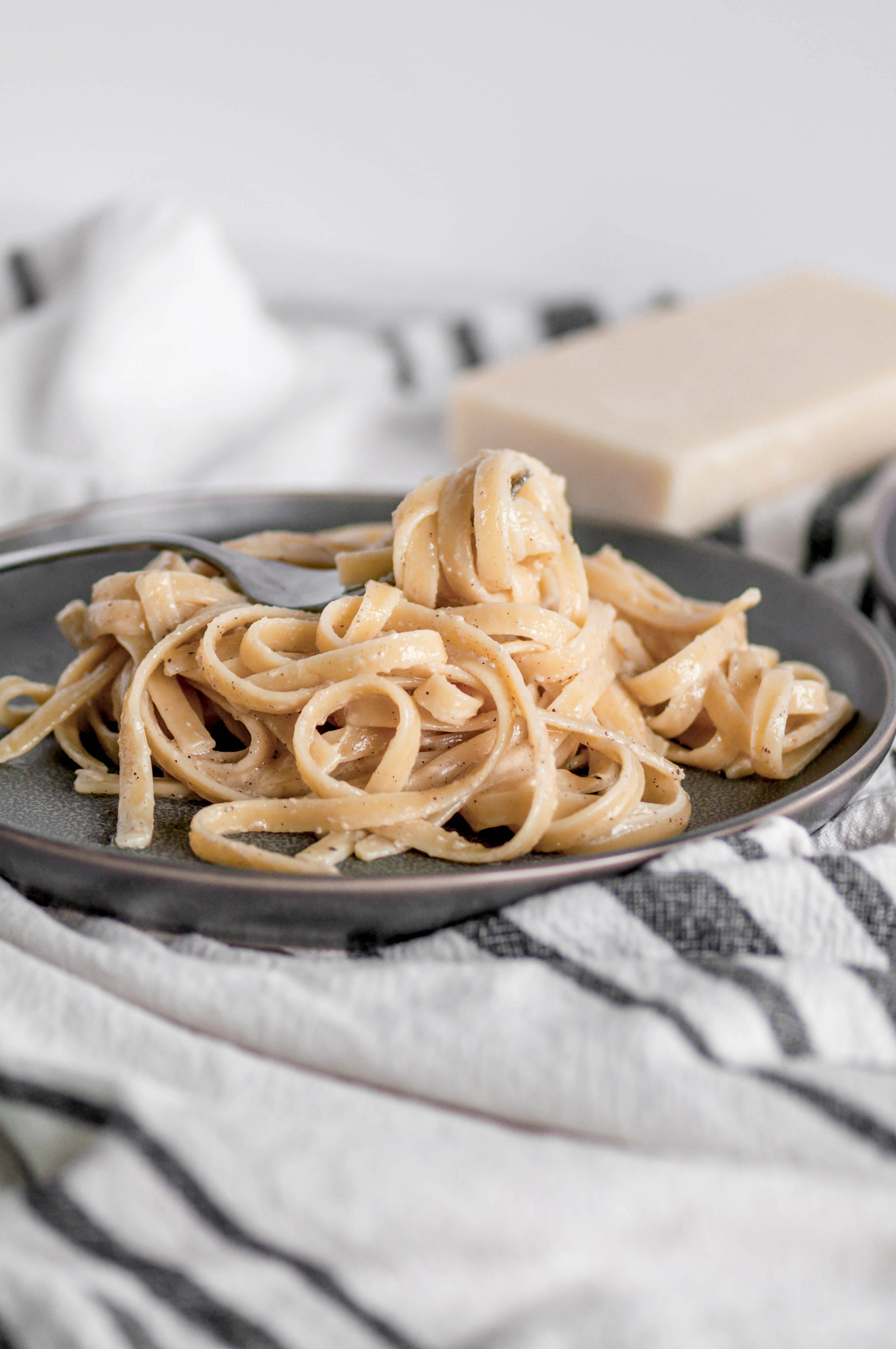 Roasted Garlic Alfredo will quickly become your go to weeknight meal. Garlicky, cheesy, nutty and done in less than 30 minutes.
