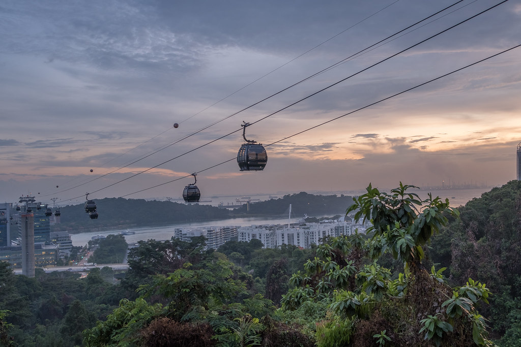 Cable car from Mt Faber to Sentosa