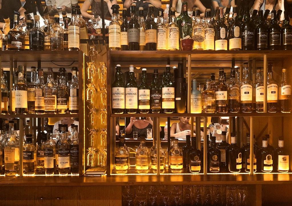 Brnon viskibaarin valikoimaa