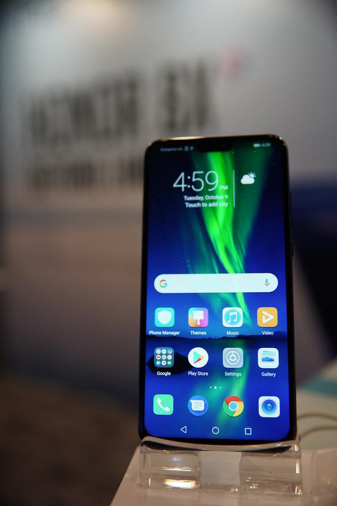 Zizan Razak Dilantik Jadi Duta Telefon Bimbit honor 8X