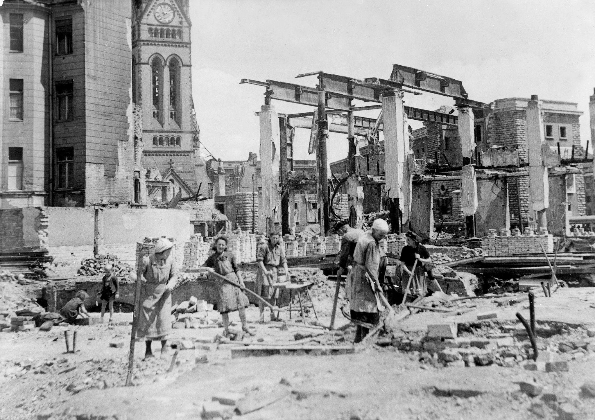 послевоенное восстановление картинки конечно местные