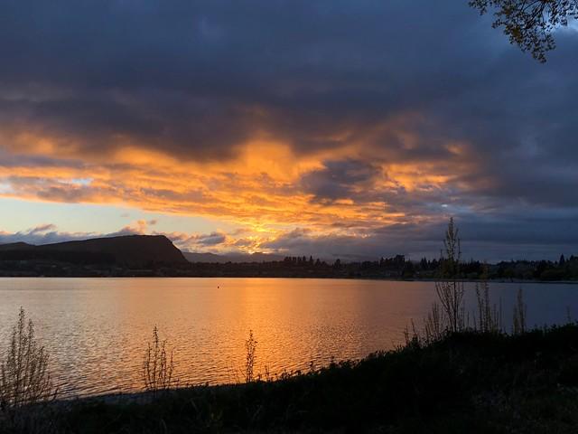 Sunrise on Lake Wanaka, New Zealand