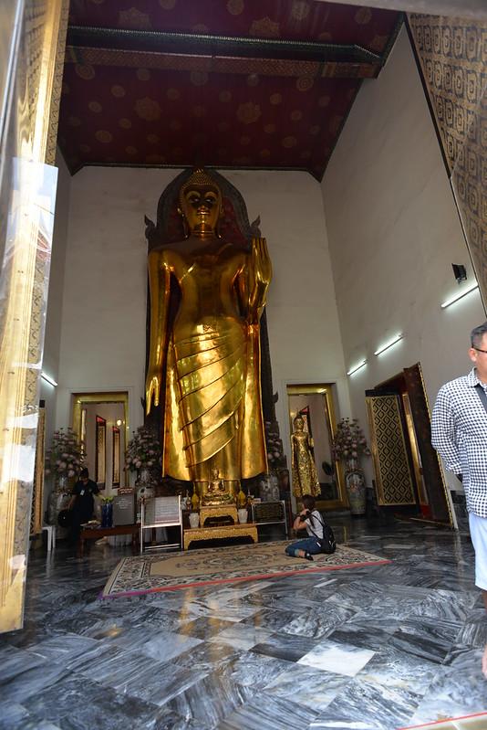 Standing Budda Wat Pho BKK 6-5-17