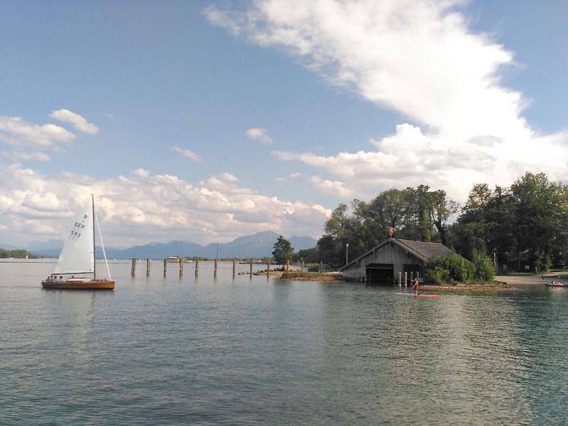 Paisaje del Lago Chiemsee de camino al Palacio de Herrenchiemsee