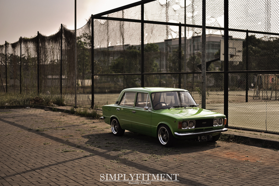 ENJOYING THE OLD GOLD // EPRILIO'S FIAT 124