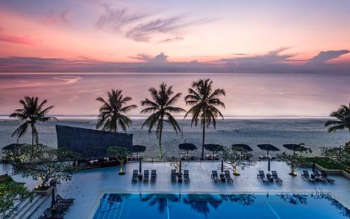 malaysia beach sunrise kuantan regency dawn 2018 telukcempedak palmtree hyatt southchinasea pahang