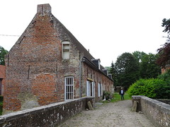 Esquelbecq.- Parc et abords du Chateau (5)