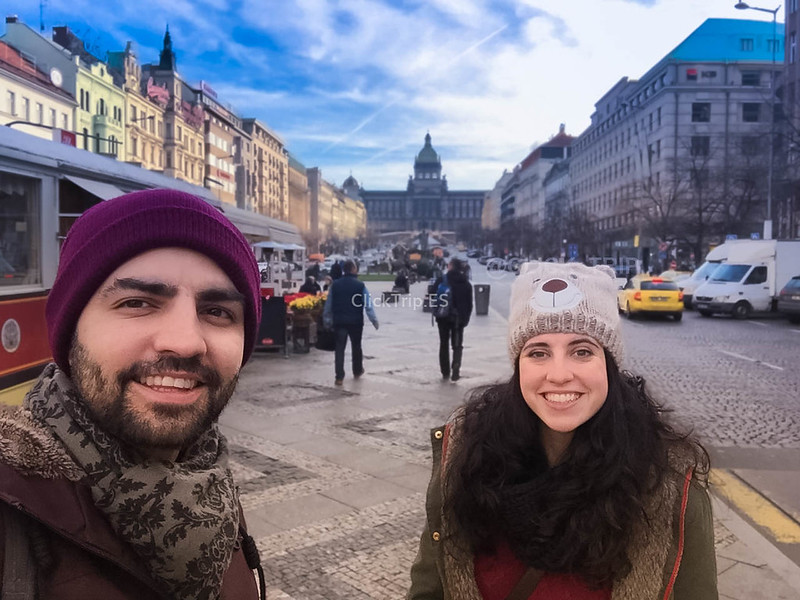 Praga en Navidad · Plaza Wenceslao con el Museo Nacional de Praga al fondo ·