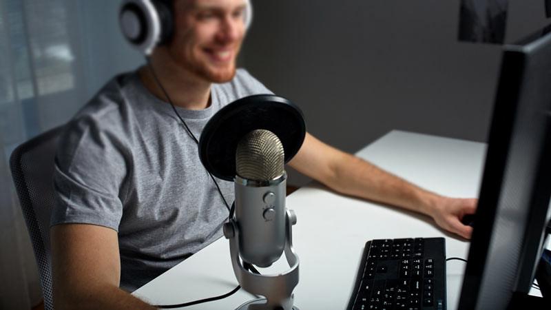 Sebelum membeli mikrofon komputer perlu menentukan jenisnya dan digunakan untuk apa.