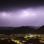 21. Oktoober 2018 - 15:53 - Activité électrique principalement intra et internuageuse  sur la chaine lors de cette épisode nocturne.... Fusion de 3 images...