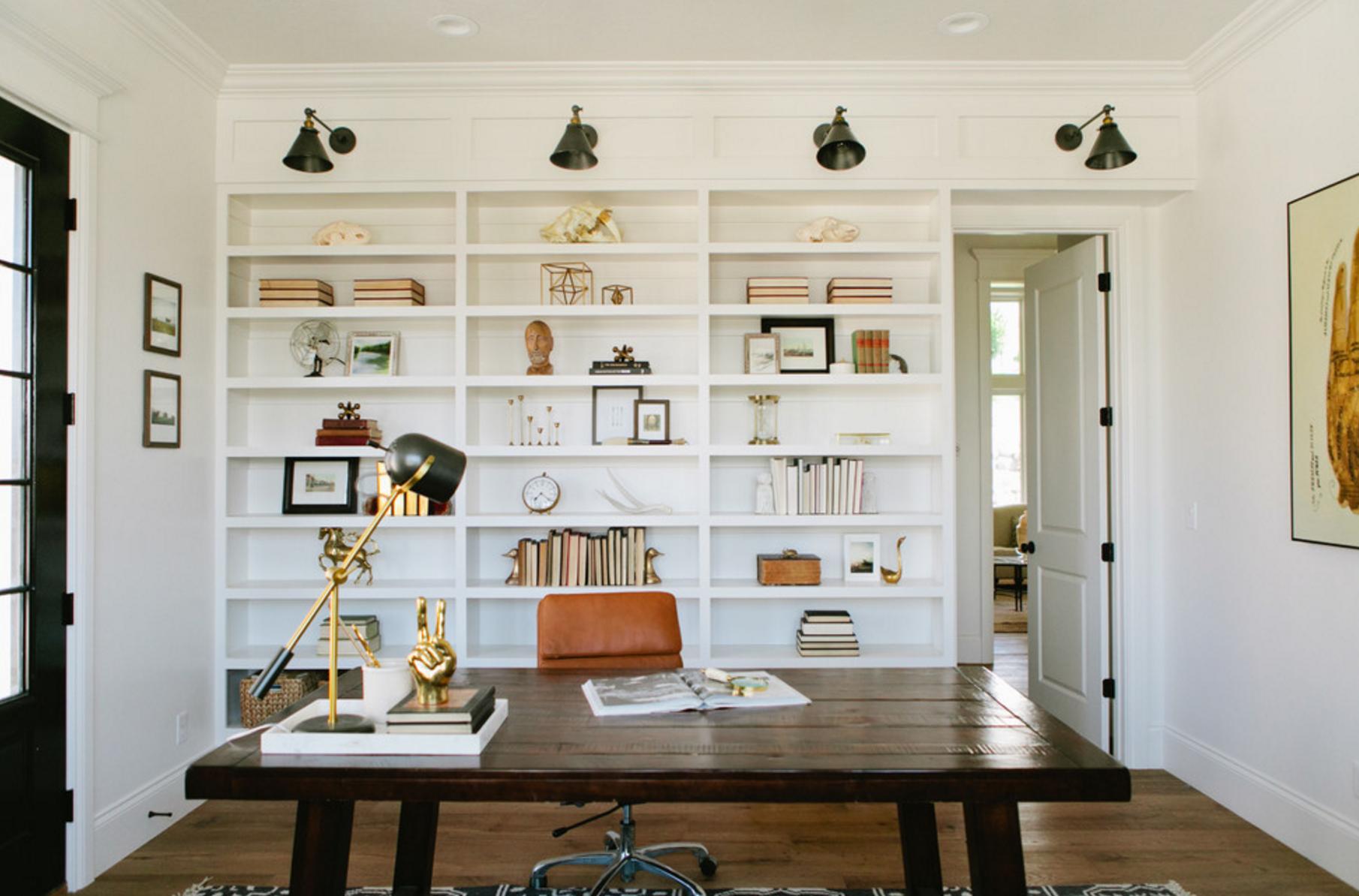 Ruangan untuk bekerja secara online jarak jauh