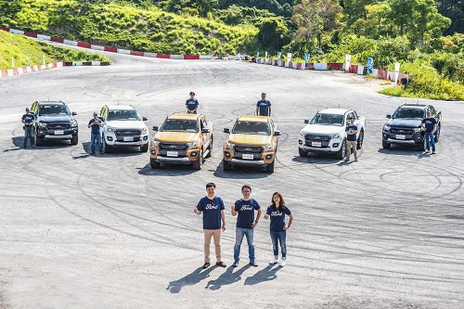 【圖一】New Ford Ranger 新車發表 (由左至右)福特六和行銷處處長沈仁偉、營銷服務處副總經理張景弼、產品行銷經理張倍禎以及專業教練團隊