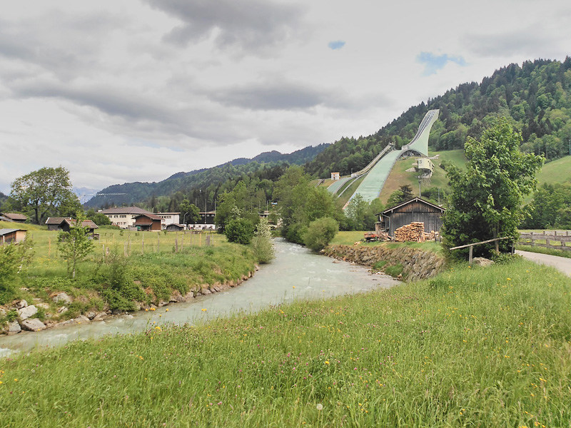 Salto de esquí en la localidad alemana de Garmisch-Partenkirchen