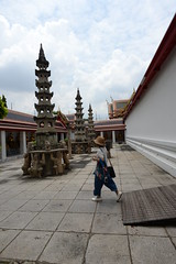 Visitor, Temple arch. Wat Pho BKK 6-5-17
