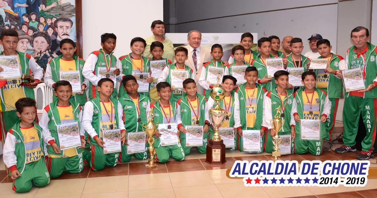 Emotivo recibimiento a campeones nacionales Sub-12