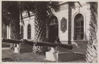 """Cañones coloniales  """"Destruidor"""" y """"Colérico"""",  es 2018 y vine a encontrar esta foto complementaria a esta de la Escuela Militar Antigua 1958"""