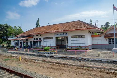 station stasiun railway keretaapi indonesia jawa java dutch heritage building architecture jawatengah centraljava kebasen banyumas