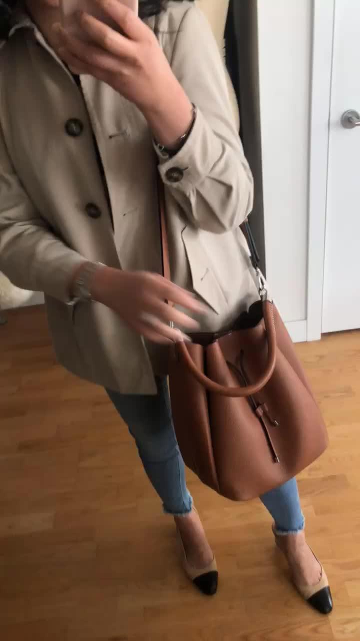 Zara Bucket Bag With Topstitched Handle (item no. 6076/304)