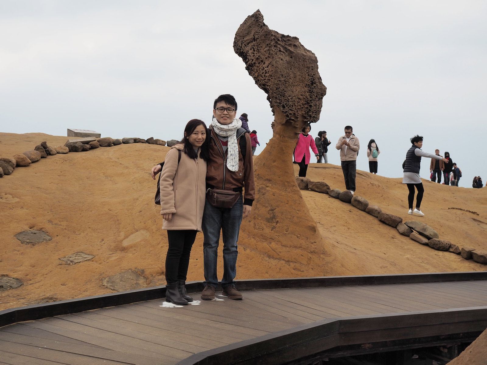 We took a photo with the popular Queen's Head at Yehliu Geopark (野柳地質公園)