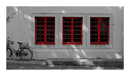 2018-08-26 | red windows (with bike)