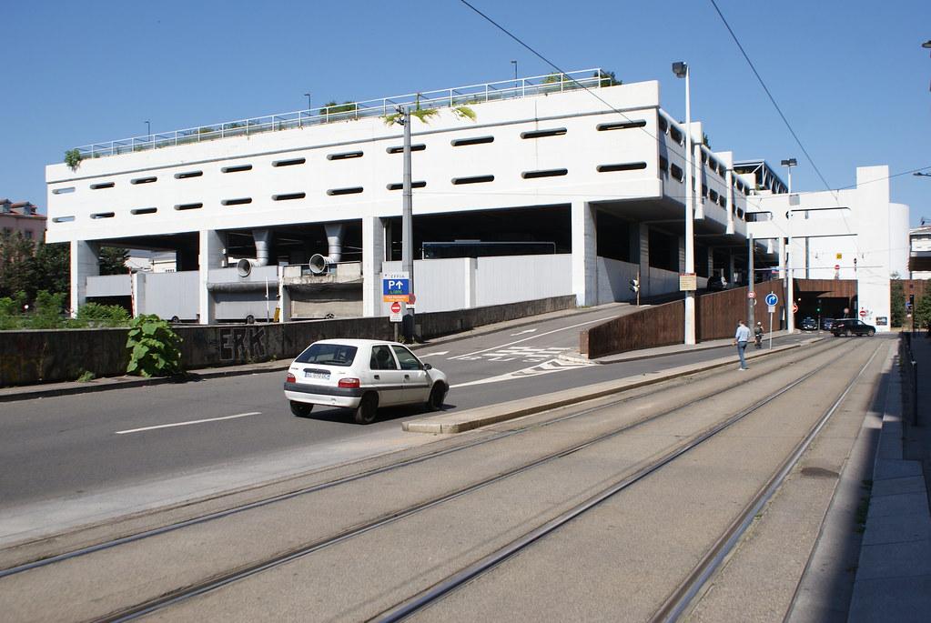 Station Perrache à Lyon : On devine le jardin sur les toits, les meurtrières cosmiques, parking à vaisseaux, échangeurs... La totale.