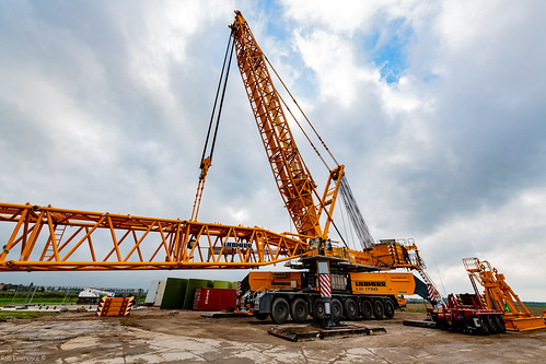 Delivering LIEBHERR 1750  Sections to A Wind Farm in Holland