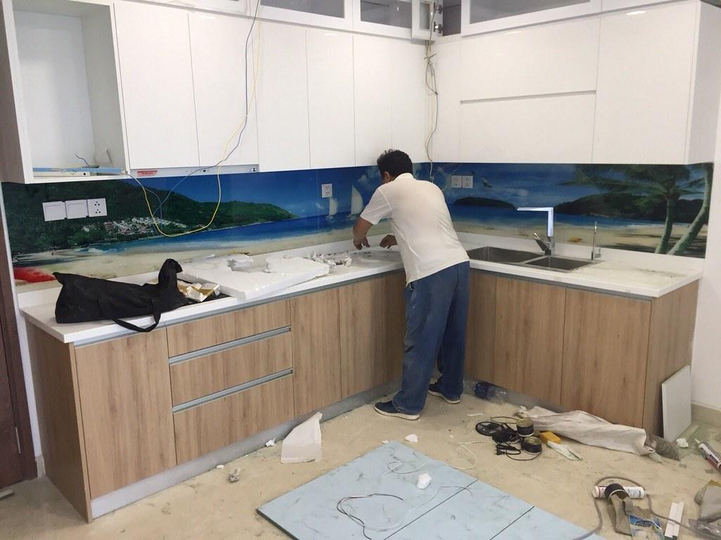 Mẫu kính ốp bếp in phong cảnh biển TOP-224 tại căn hộ chung cư Golden Star - 52 Nguyễn Thị Thập, Q7
