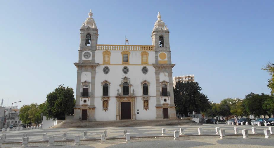 Bijzonder Faro, Portugal: Ossuarium Igreja do Carmo | Mooistestedentrips.nl