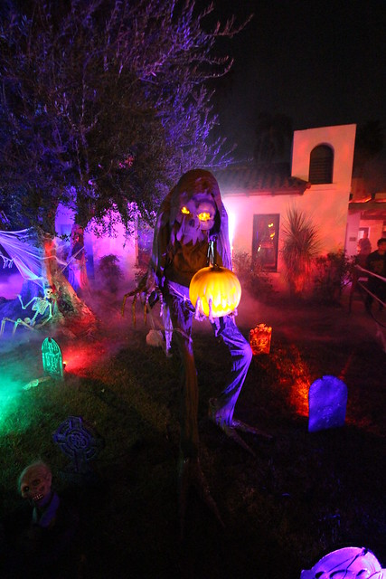 Halloween yard displays, Anaheim, Canon EOS REBEL T5I, Canon EF-S 10-22mm f/3.5-4.5 USM