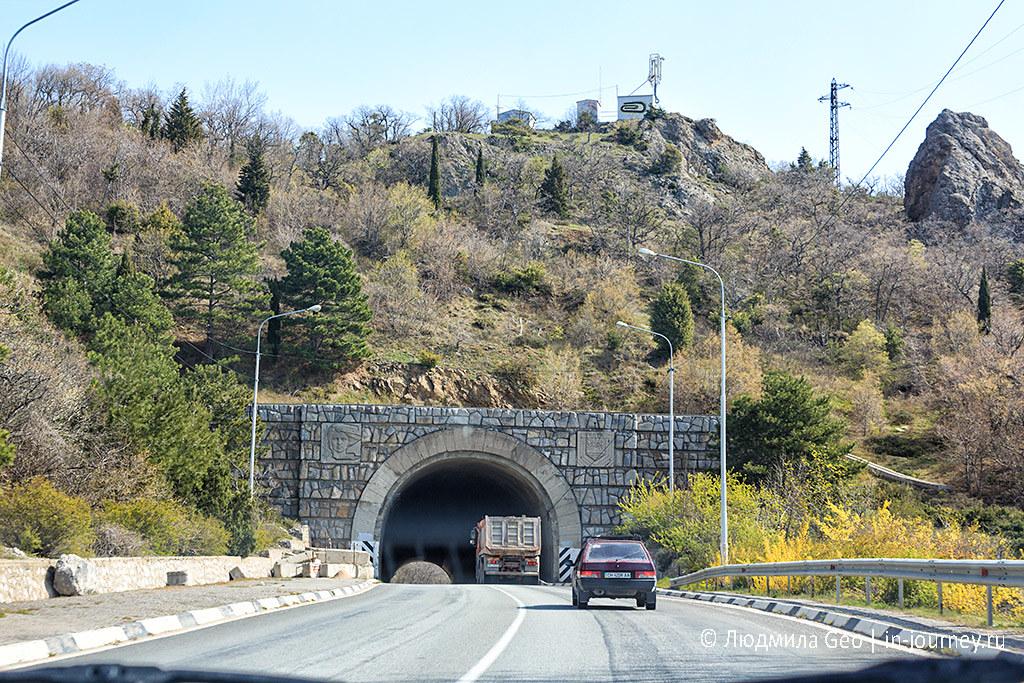 туннель на трассе в Крыму