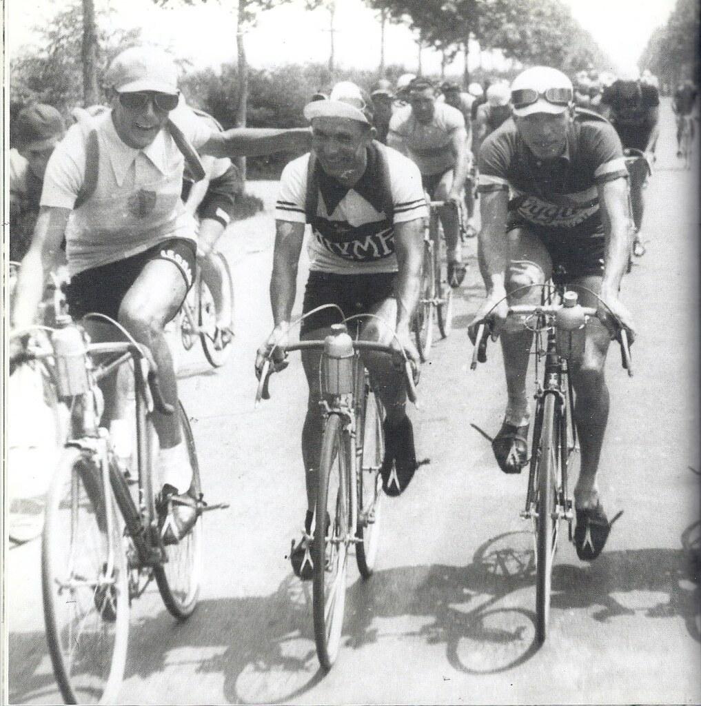 Da sinistra F.Coppi, Enrico Mollo e Giordano Cottur, i primi tre della classifica generale finale (giro 1940)