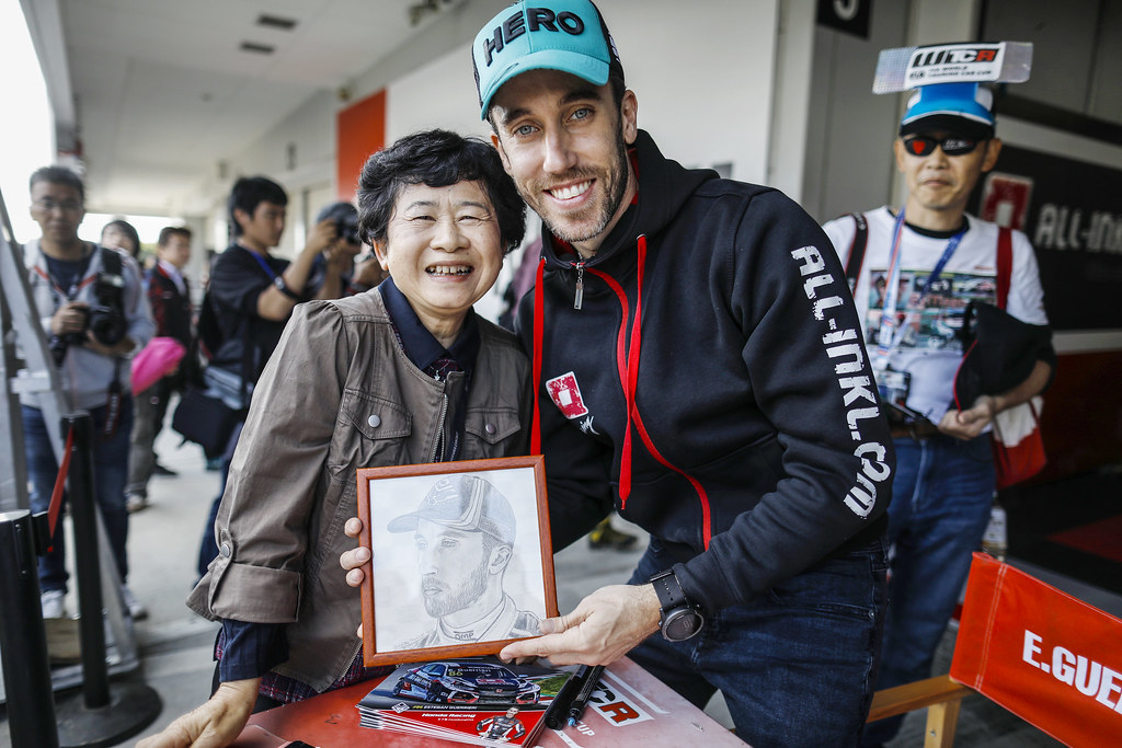 GUERRIERI Esteban, (arg), Honda Civic TCR team ALL-INKL.COM Munnich Motorsport, portrait fan supporter during the 2018 FIA WTCR World Touring Car cup of Japan, at Suzuka from october 26 to 28 - Photo Francois Flamand / DPPI