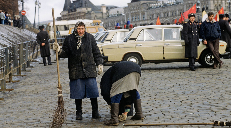 На Васильевском спуске в марте
