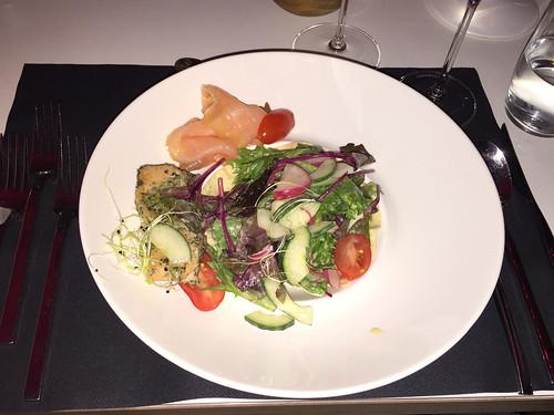 09 - Hellhof Kronberg - Wildkräutersalat mit Lachs / Wild herbs salad with salmon
