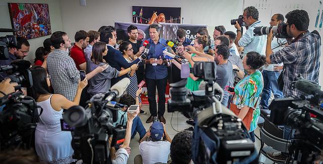 Haddad con 43% y Bolsonaro con 41% llegarían a segunda vuelta en Brasil, señala IBOPE