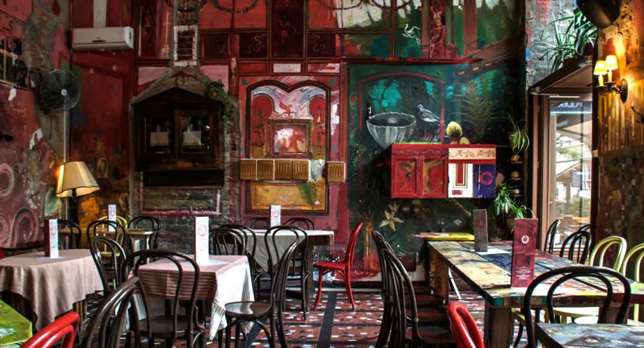 Ruïnebar in Boedapest: Púder Bar (foto met dank aan Púder Bar) | Mooistestedentrips.nl