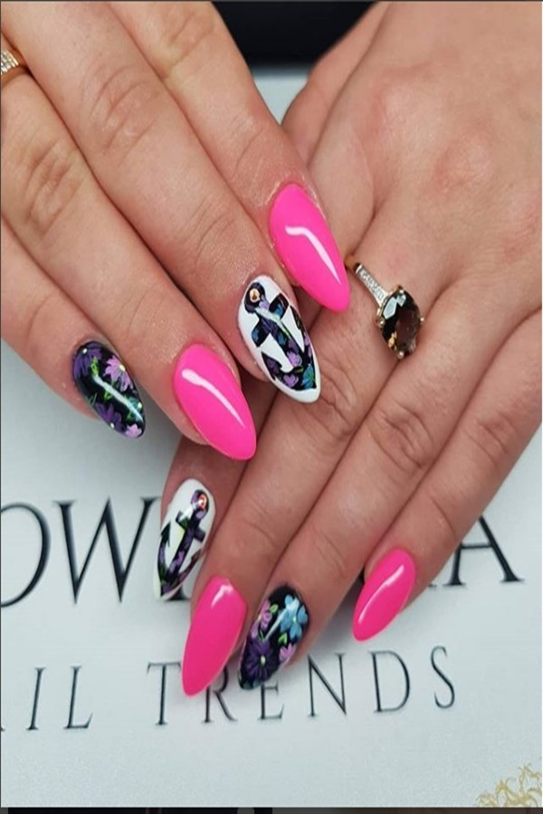 30+ Pretty Holiday Nail Art Design Ideas #nail_art_design #holiday_nails #holiday_nail_art #Christmas _nails
