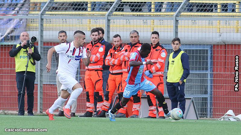 Kalifa Manneh in azione nella gara di andata