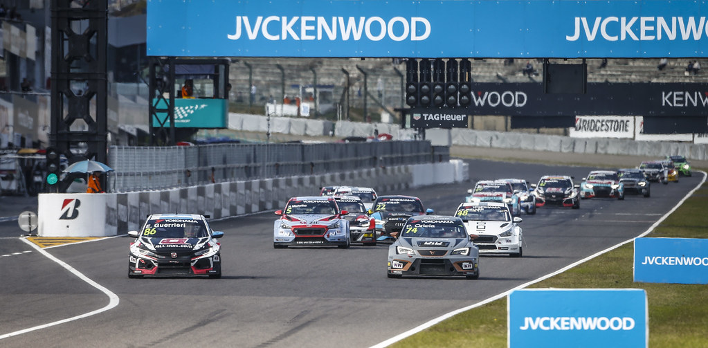 86 GUERRIERI Esteban, (arg), Honda Civic TCR team ALL-INKL.COM Munnich Motorsport, action 74 ORIOLA Pepe, (esp), Seat Cupra TCR team Oscaro by Campos Racing, action during the 2018 FIA WTCR World Touring Car cup of Japan, at Suzuka from october 26 to 28 - Photo Francois Flamand / DPPI