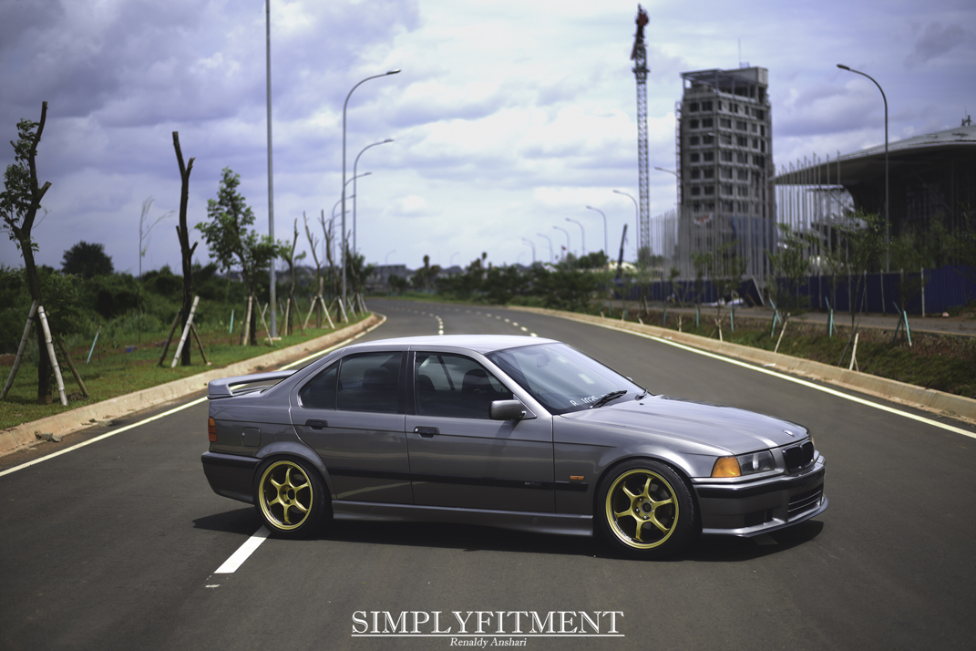AZKA'S BMW ON ADVAN WHEELS