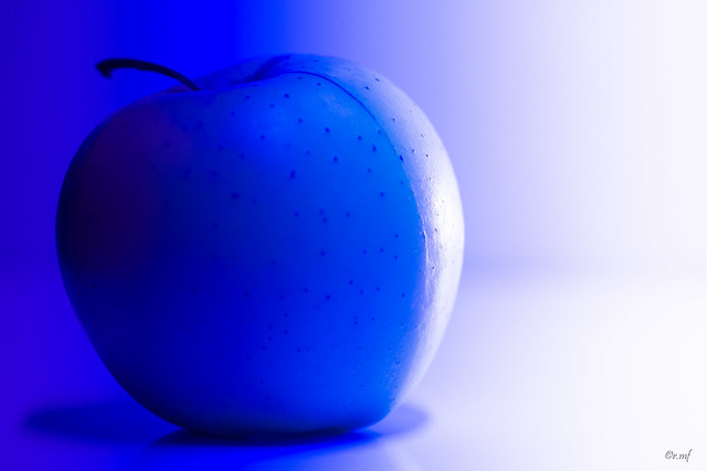 La pomme bleue, Sony SLT-A99V, Tamron SP AF 90mm F2.8 Di Macro