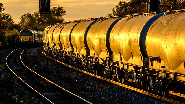 Evening train for Hope, Fujifilm X-T2, XF55-200mmF3.5-4.8 R LM OIS