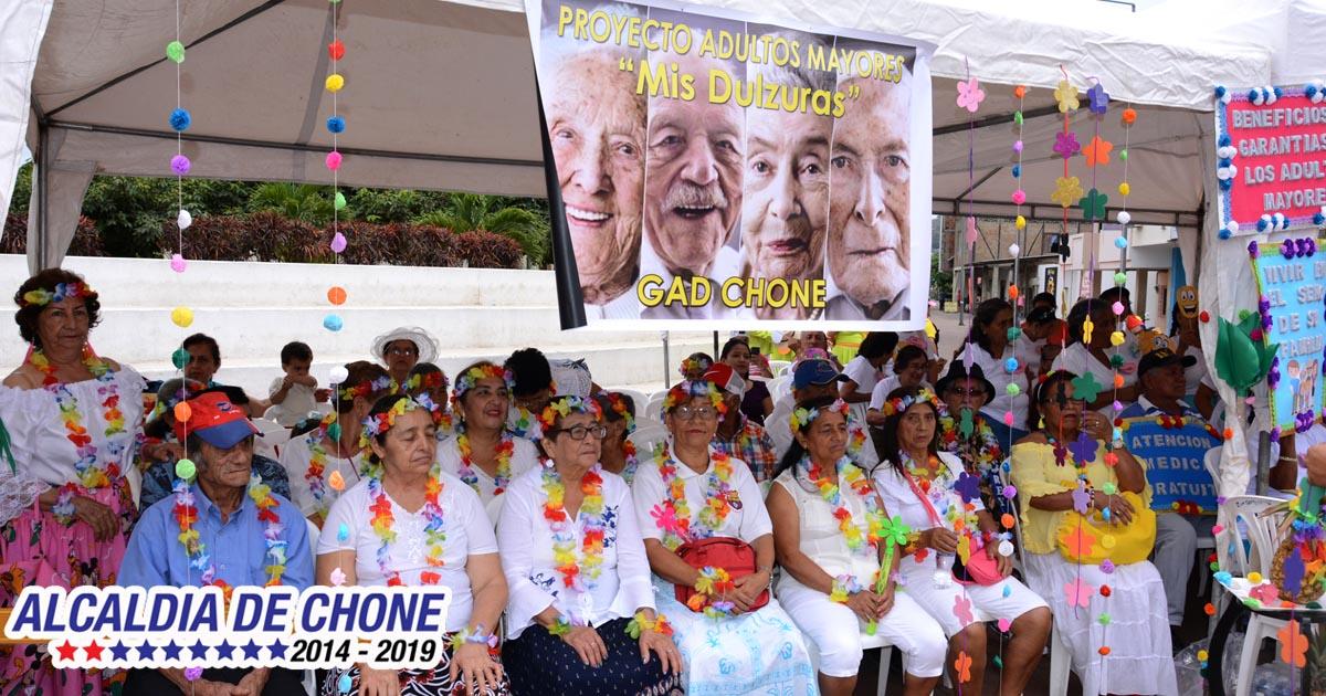 700 adultos mayores celebraron su día y contagiaron su alegría de vivir